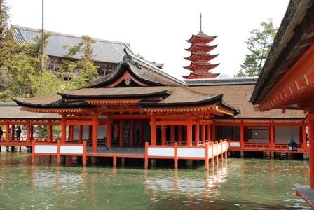 miyajima l le sanctuaire le sanctuaire d 39 itsukushima sophie no sekai le monde de sophie. Black Bedroom Furniture Sets. Home Design Ideas